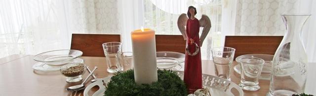 svátečně prostřený stůl