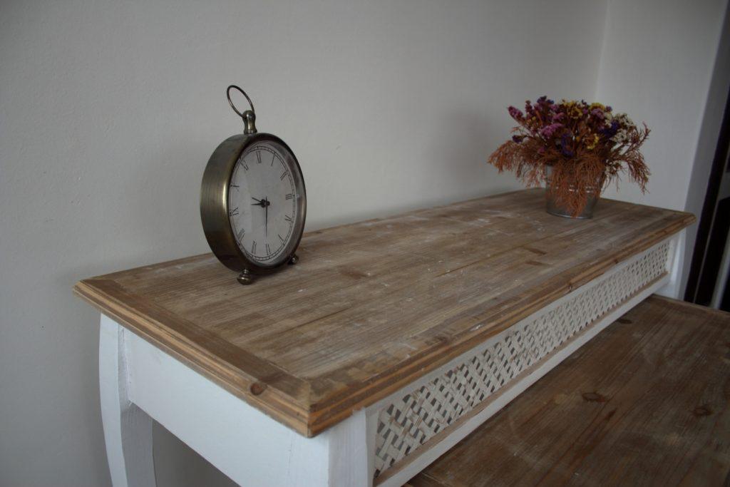 Odkládací stolek bílý