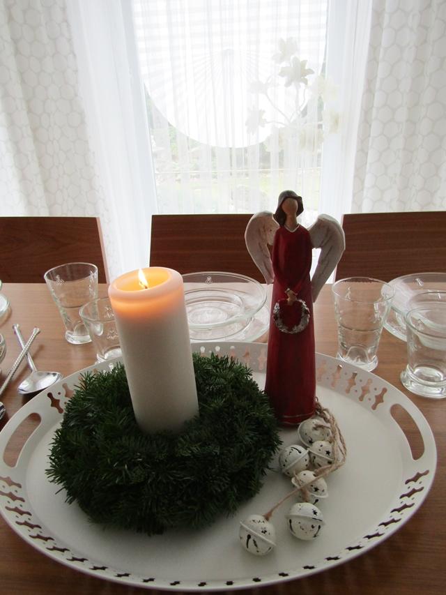 stůl na štědrovečerní večeři