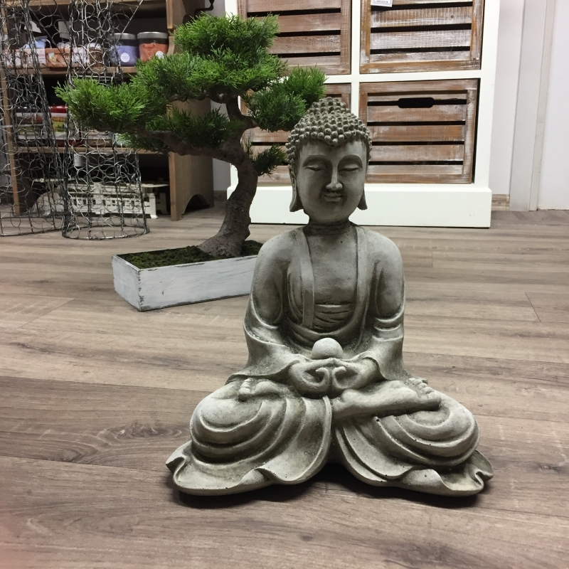 Betonová soška Buddhy