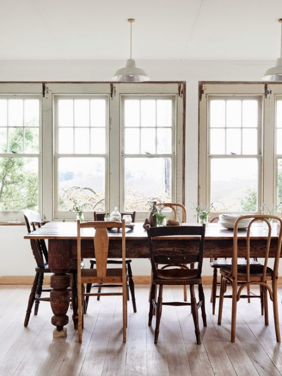 charming-farmhouse-with-rustic-and-shabby-chic-touches-6-554x738