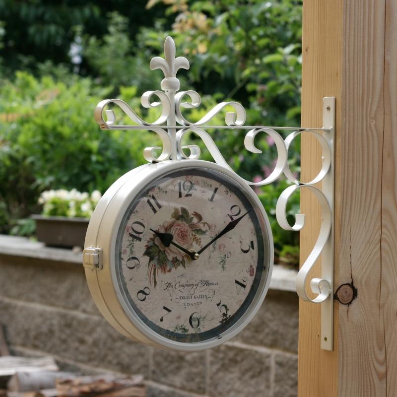 oboustranné nástěnné hodiny