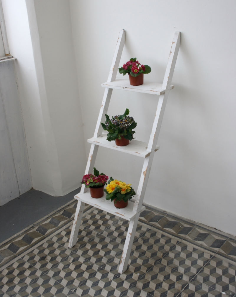 dekorativni-zebrik-stojan-na-kvetiny-bily-120cm-three