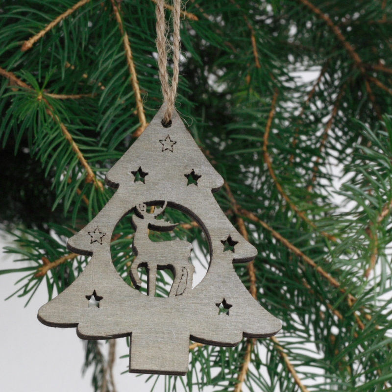 Dřevěná vánoční ozdoba strom se sobem 7cm (set 6ks)