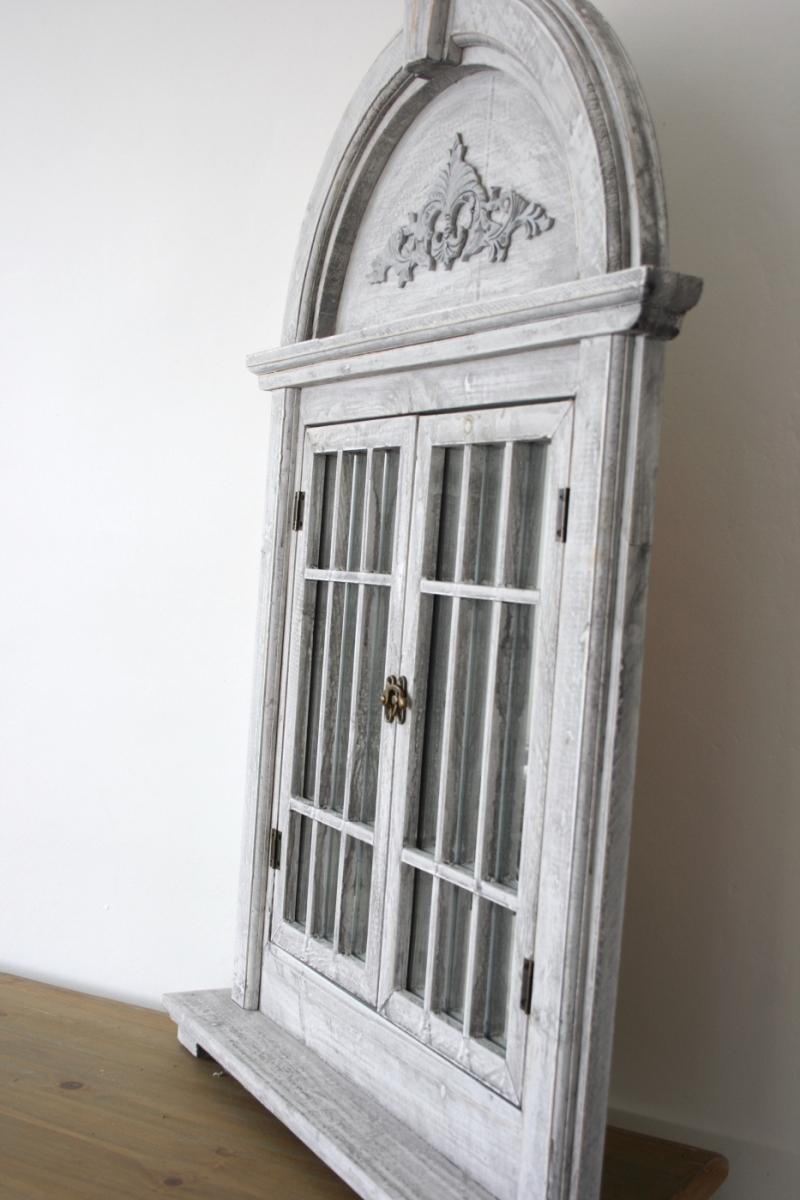 zrcadlo okno s okenicí