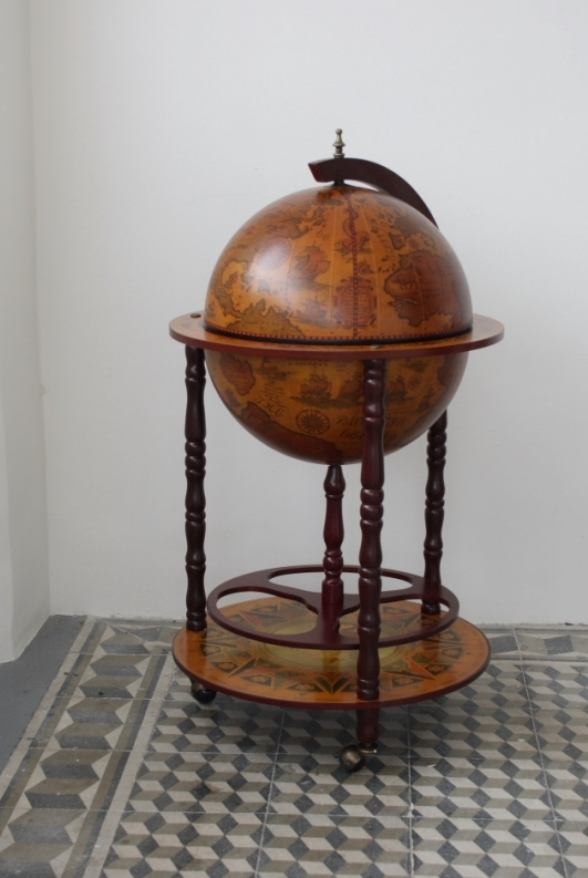 dreveny-bar-na-alkohol-globus