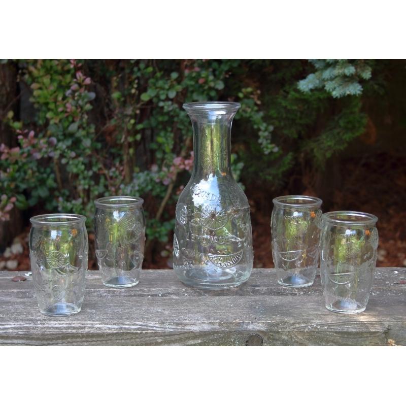 Karafa se skleničkami