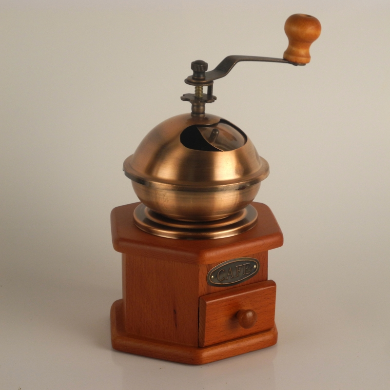 starý mlýnek na kávu