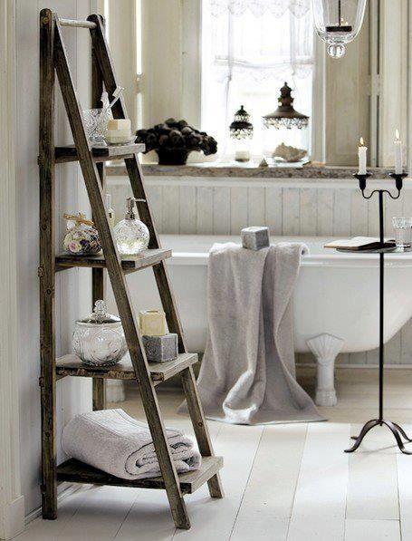 Koupelnový stojan s policemi