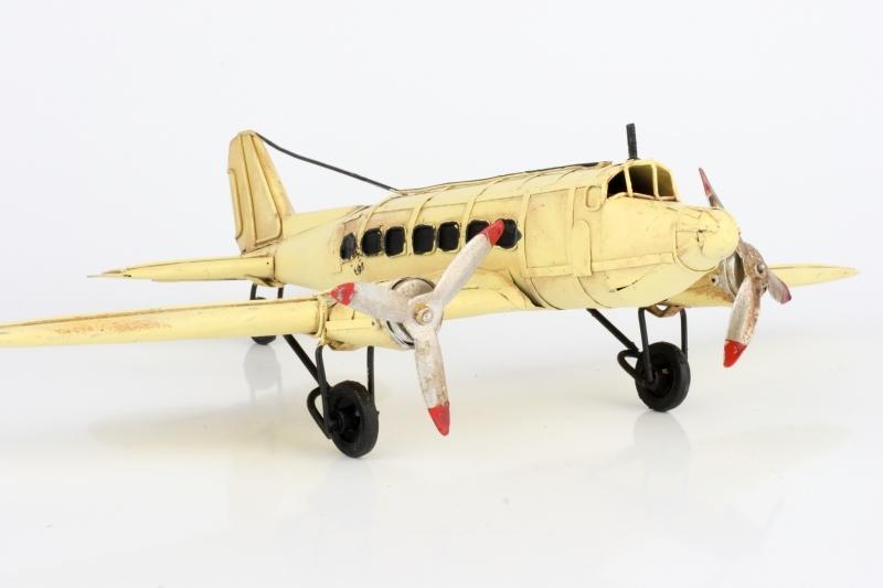 Kovový model letadla krémový