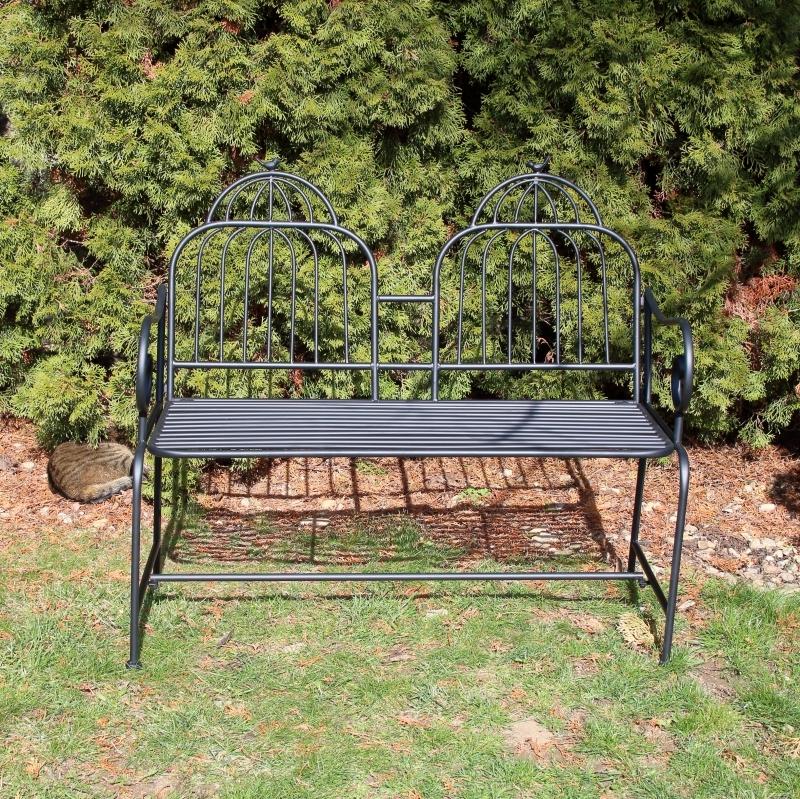Zahradní lavice z kovu