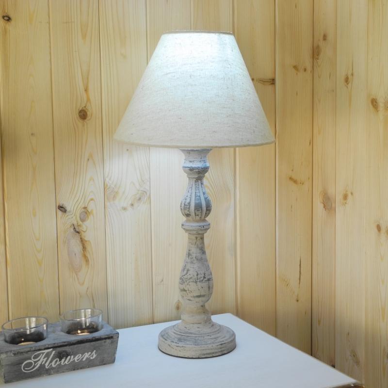 soustružená bílá lampa