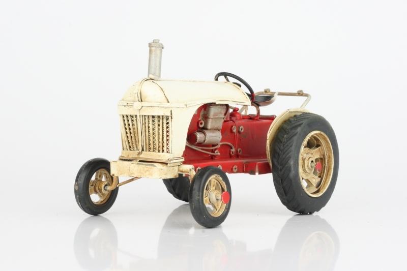 Model retro traktoru