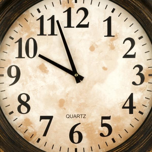 ciferník dřevěných hodin