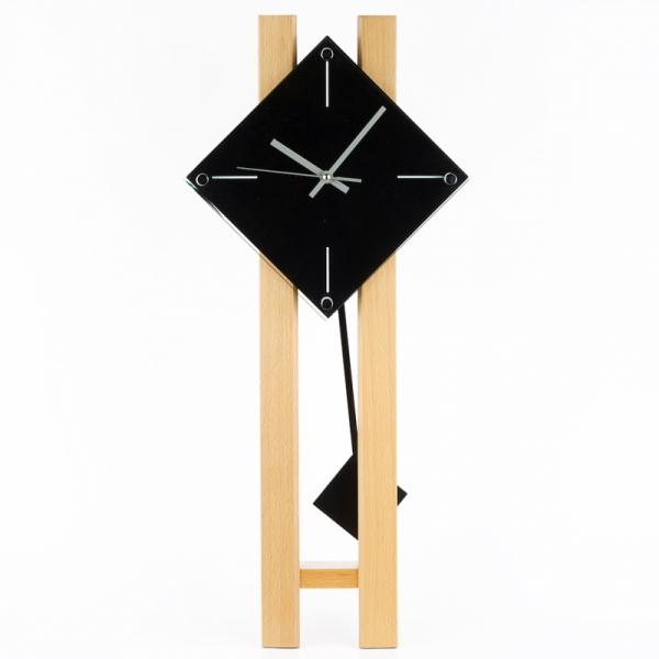 kyvadlové nástěnné hodiny