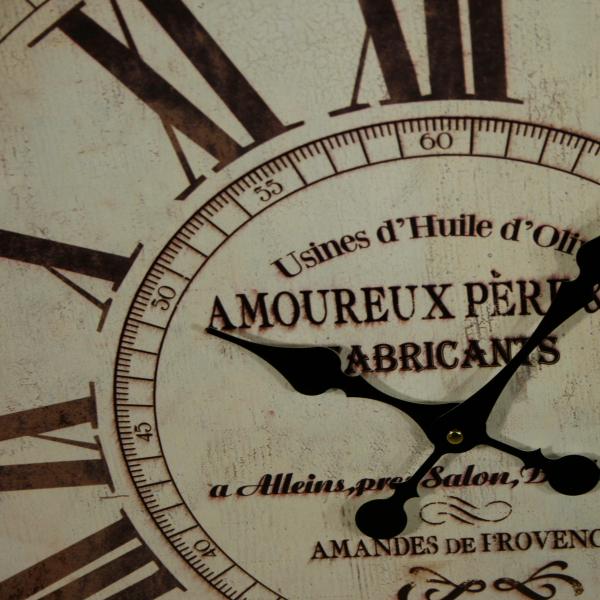 ciferník velkých nástěnných hodin