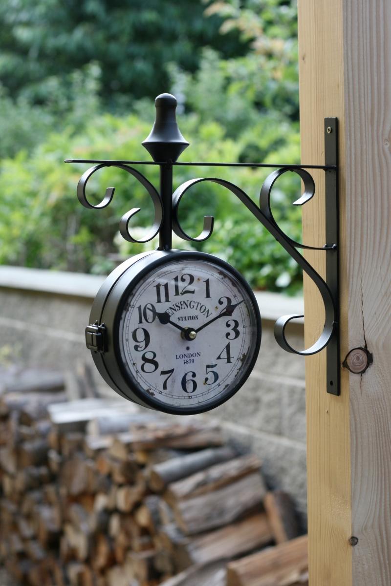 oboustranne-hodiny-kovove-london-16x16cm-two