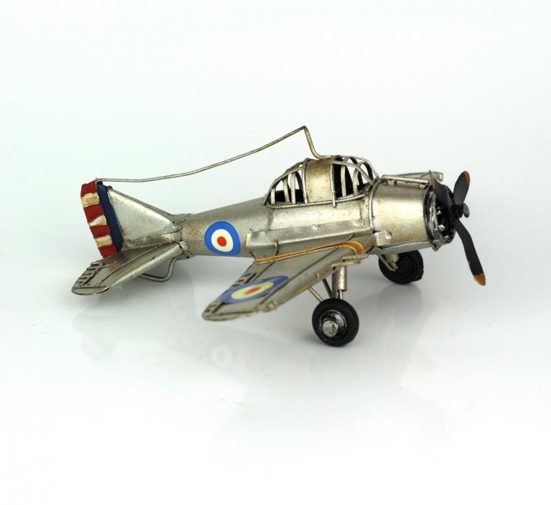 Stříbrný model letadla