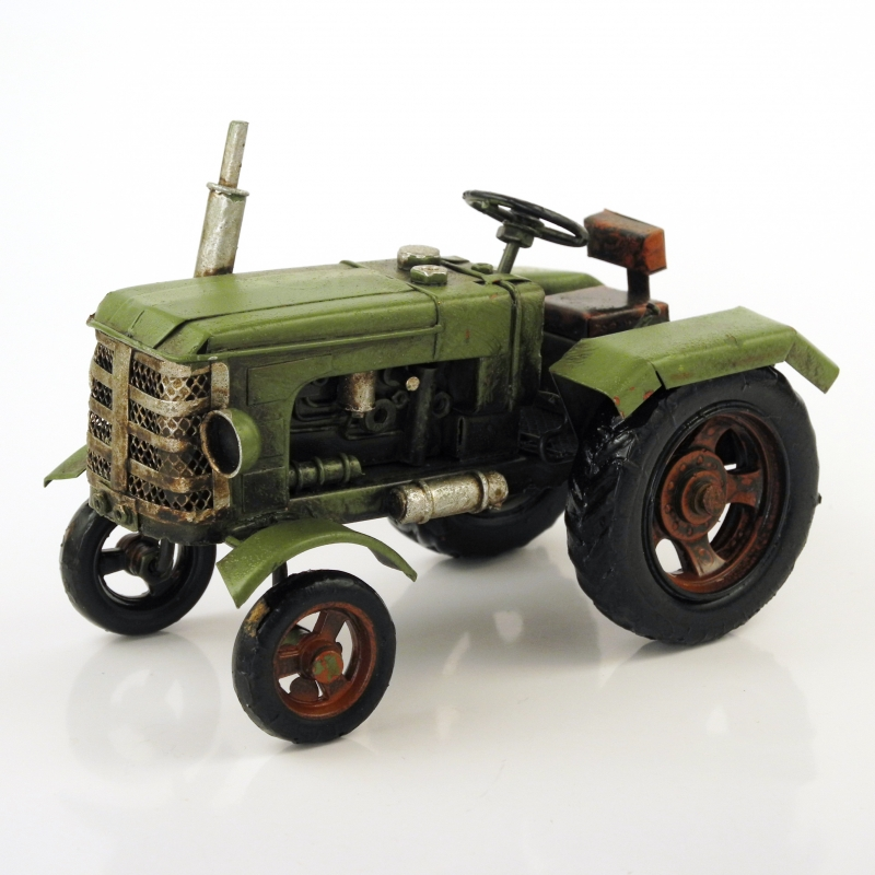 Model traktoru zelený