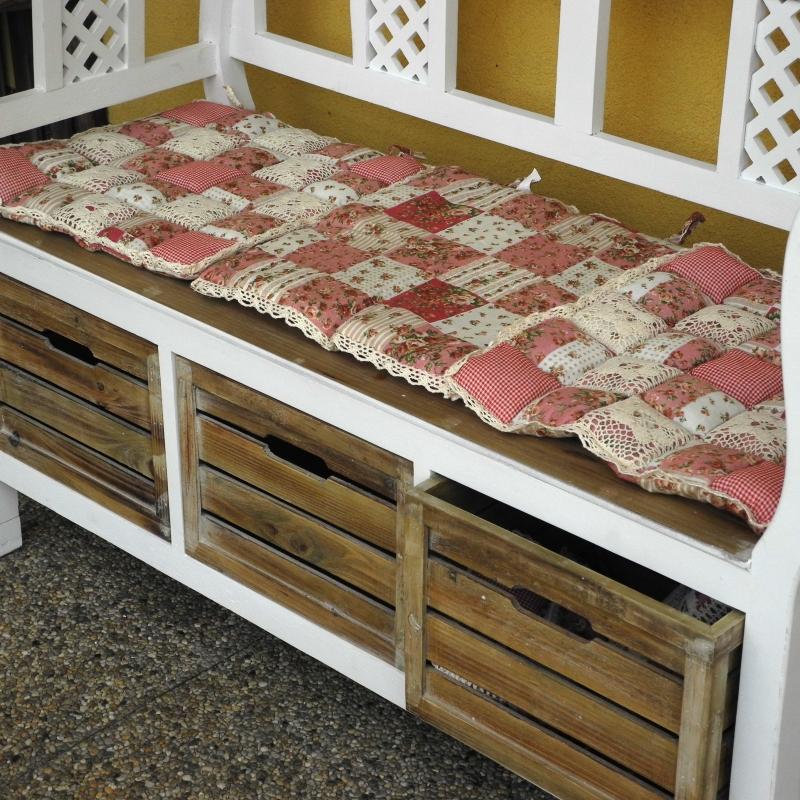 sedak-na-zidli-ruzovy-patchwork-40x40cm-two