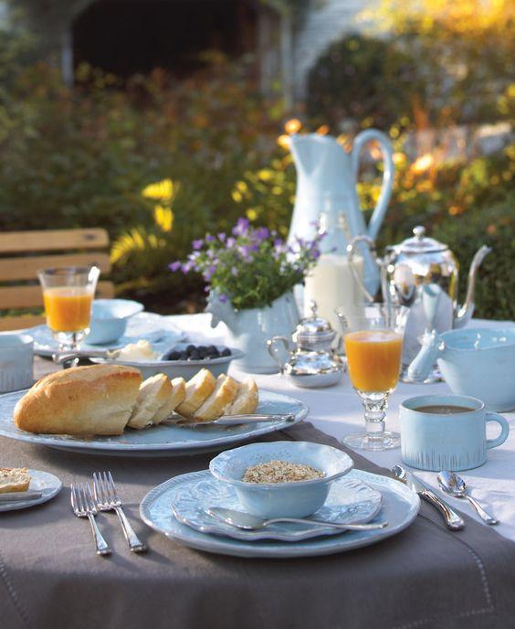 snídaně na zahradě