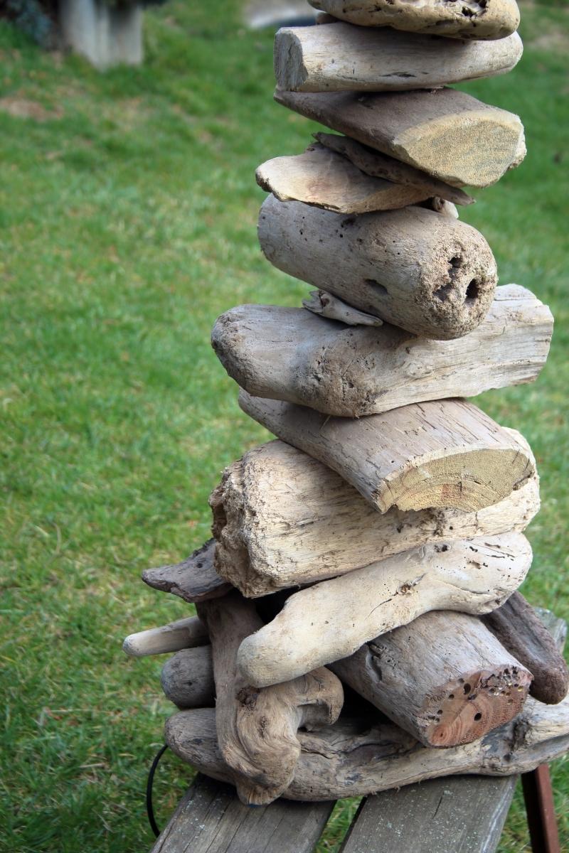 Stojací lampy ze dřeva