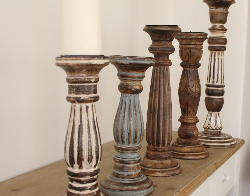 ručeně vyřezávané dřevěné svícny