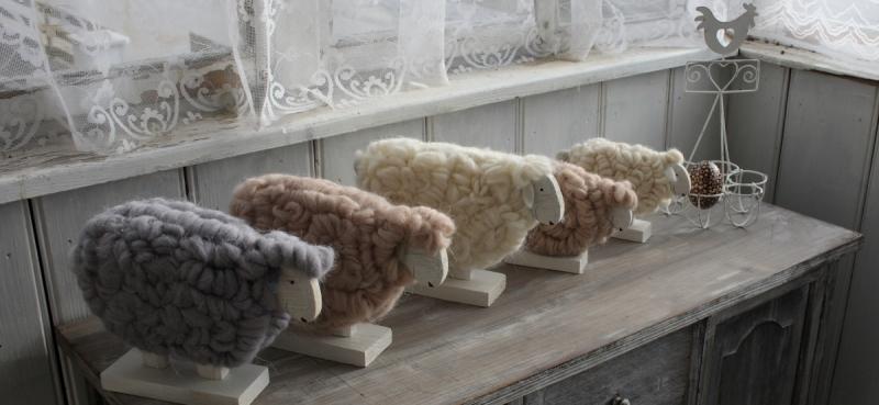 velikonocni-dekorace-ovce-z-vlny-bezova-25cm-four