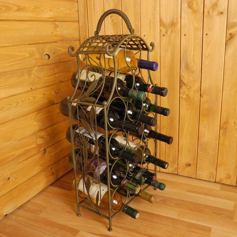 Kovový stojan na víno