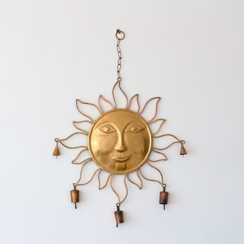 Kovové slunce na zeď