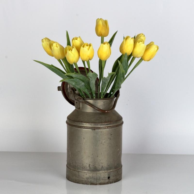 Umělé tulipány jako živé